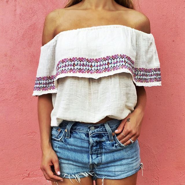 Shoulder mexican top and cut short jeans. Perfect summer outfit.