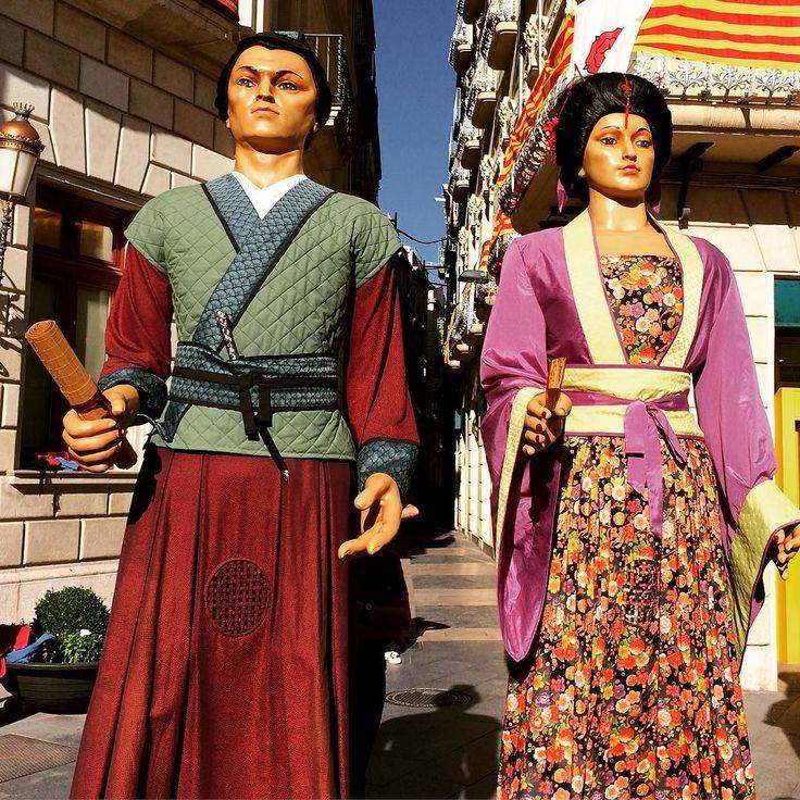 Very tall oriental people in Reus! #festival #Spain #misericordia