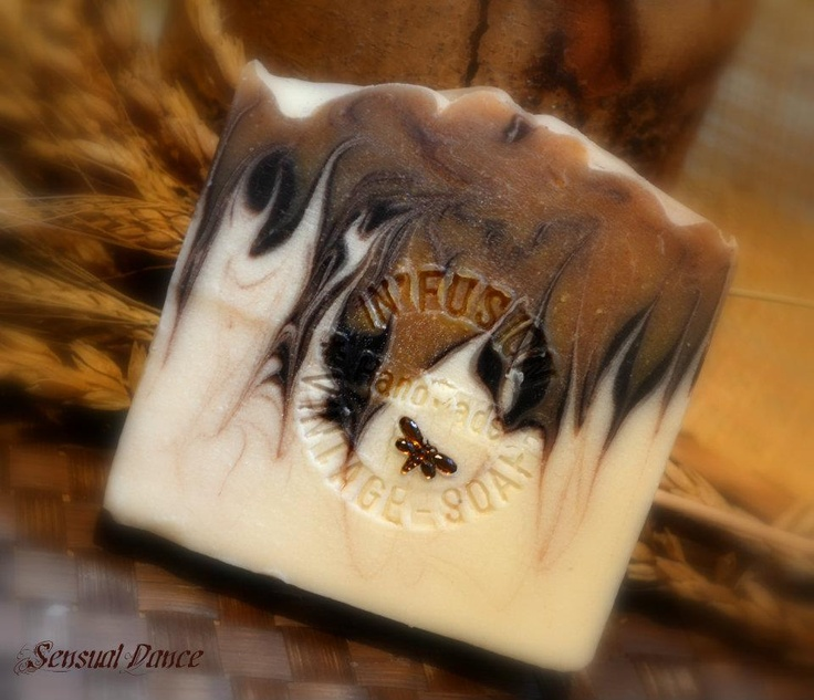 Amazing!!! Gorgeous.   This would make a great men's soap.  Looks like cowhide!
