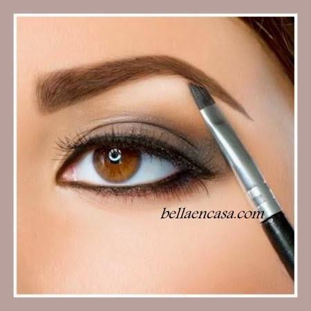 pintar  y delinear las cejas