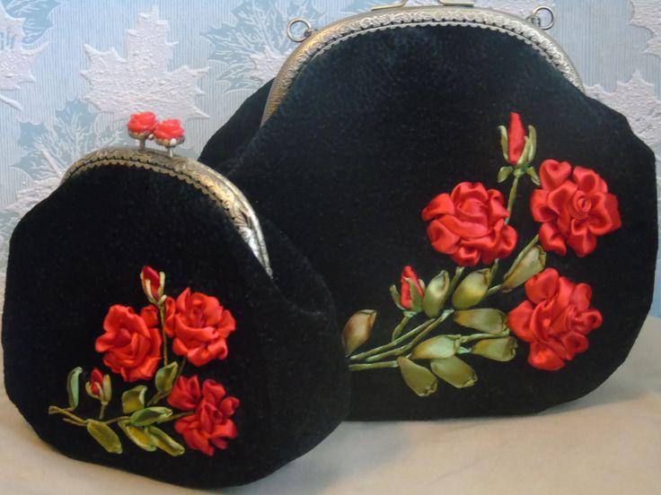 """Сумочка, а к ней косметичка, выполнены в технике """"Вышивка лентами"""". .Алые, жгучие розы на черном, несомненно, будут притягивать взгляд окружающих, придадут шарм и очарование Вашему образу.Сумочка и косметичка прекрасно держат форму, подкладка простегана и украшена тесьмой, внутри накладной кармашек, на цепочке. узнать цену и купить http://www.livemaster.ru/65svetlana65?view=profile"""
