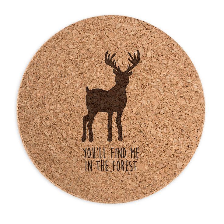 Untersetzer Kork Rund Hirsch aus Kork  Natur - Das Original von Mr. & Mrs. Panda.  ##PRODUCTTYPES_DESCRIPTION##    Über unser Motiv Hirsch  Ein Hirsch ist ein stattlicher Geweihträger, den man in vielen Teilen der Welt findet. Auch in Deutschland ist der Hirsch zuhause und ist hier sehr beliebt. Nicht nur für die Forst spielt der Hirsch eine tragende Rolle. Auch als Accessoir für die Einrichtung zuhause spielen Hirschmotive seit langem eine wichtige Rolle.     Verwendete Materialien…