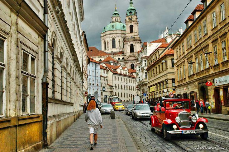 Praga – ghid literar și listă de lectură. Despre Kafka, Jan Neruda, Biblioteca Strahov, instalația Idiom și Bohumil Hrabal.