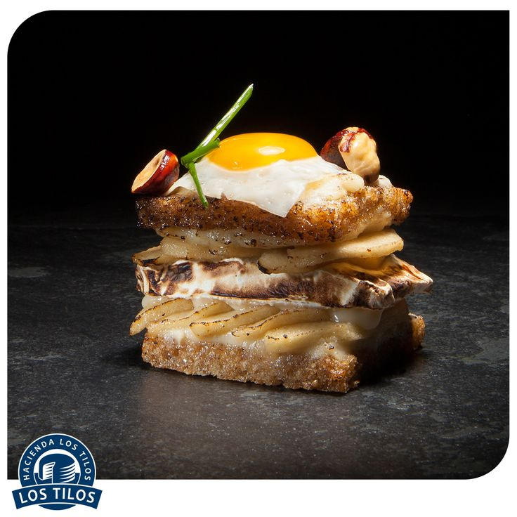 Croque madame con brie y manzanas verdes asadas. #Recetas #Gourmet http://www.lostilos.cl/recipes/croque-madame-con-brie-y-manzanas-verdes-asadas/