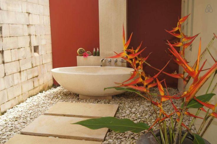 Schau Dir dieses großartige Inserat bei Airbnb an: Lap of Luxury among Ubud's trees in Bali, ID