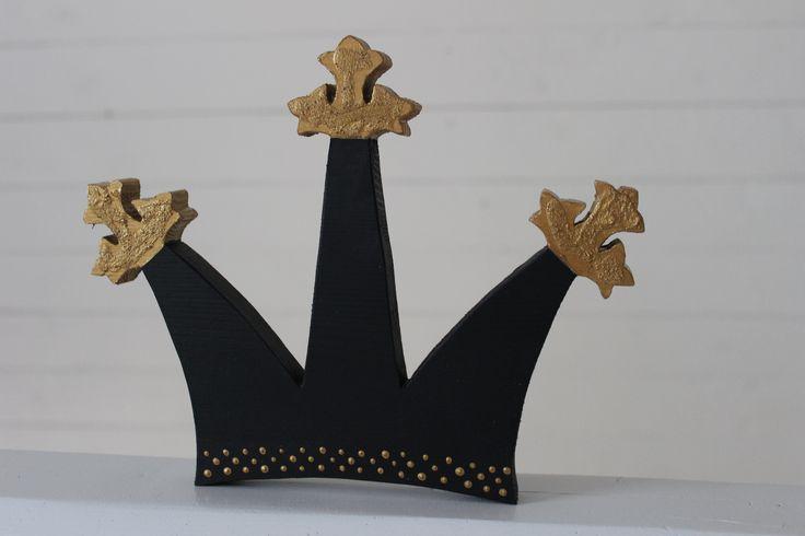Söt Krona i svart till det lilla barnrummet