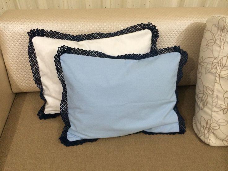 Beyaz mavi yastıklar
