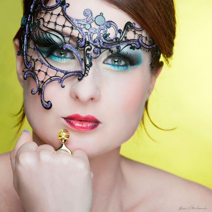 Burlesque mask ring yellow http://www.coicoi.it/teatro/