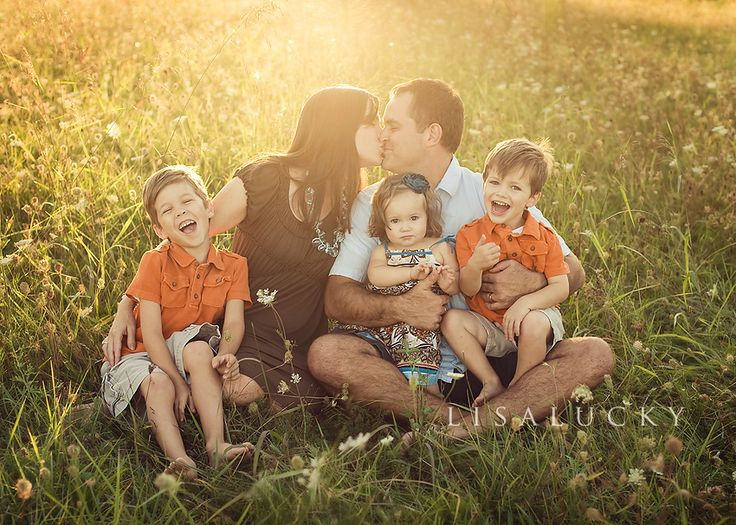 : Families Of 5, Families Pictures, Photo Ideas, Families Portraits Poses, Casual Families, Families Poses, Families Photography, Cute Families, Photography Ideas