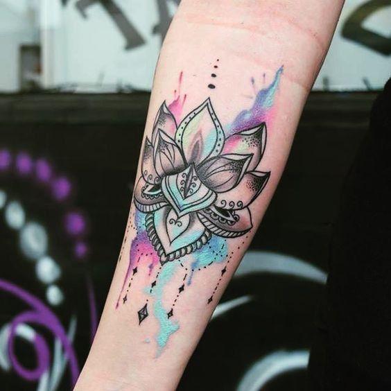 On craque pour les tatouages aquarelle © Pinterest Tattoo Journal