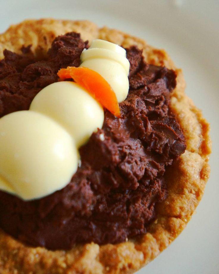 Корзиночка с ганашем. Украшение - белый шоколад #выпечка #интересно #полезностидлякухни #шоколад #подарки #bakery #chocolate #forkitchen #delicious #interesting