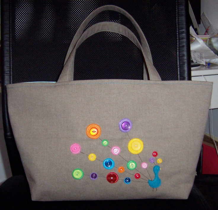An extra tote I made this weekend for a gift, felt circles appliquéd onto the canvas for a peacock :)