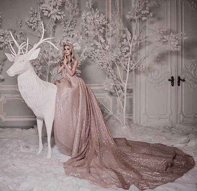 Умчи меня олень... Model: @chinchindressing MUAH: @elstilespb Decor,location&organization: @chinchindressing Dress: @_ulianaskopinova_ Crown: @alena_belitova_jewelry #photoday #photoshoot #photographer #photographyislife #luxury #fairytale #fashion #glamour #palace #photography #beautiful #russianmodel #фотосессия #фотодень #фотография #фотопроект #фотографспб #фотосессияспб #русскаякрасавица #мода #модель