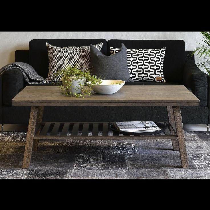 Fredagskväll och många sätter sig i soffan framför TV:n. Är det dags att skaffa nytt soffbord? Vi har något för alla smaker här är Brooklyn soffbord i  massiv smokefärgad ek. Den praktiska hylla under ger extra förvaringsutrymme. -------------------- Friday night and many of us relaxes in front of the TV. Time to get a new coffee table? This is Brooklyn coffe table in smoked oak  #rowico . . . . . . #scandinaviandesign #scandinavianstyle #nordicdesign #nordicstyle #scandinavianliving…