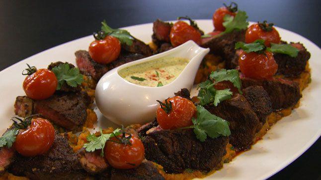 Cette recette de bœuf Baharat et sauce menthe et yogourt est tirée de l'émission Ça va chauffer! Australie.