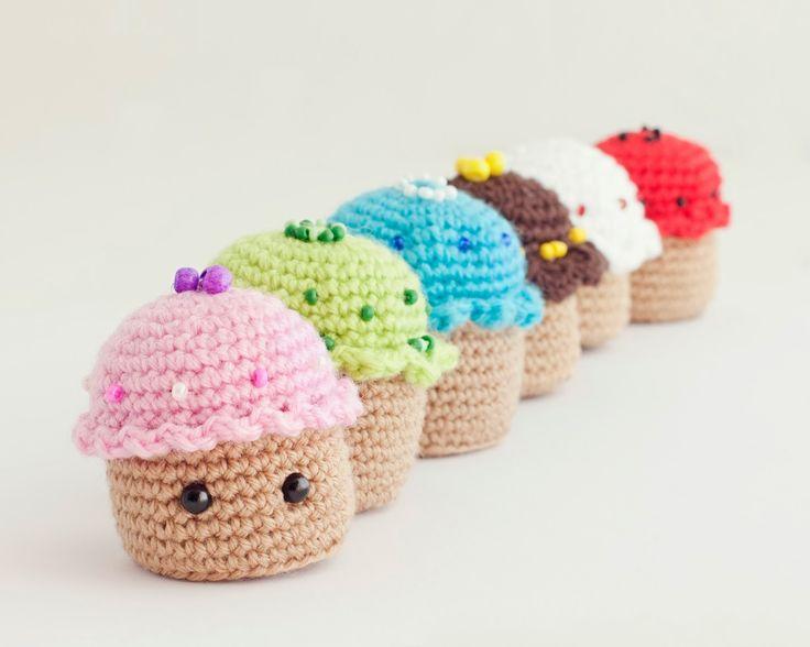 Amigurumi Comida: Cupcakes-Pastelitos Patrón Gratis en Español aquí :  http://mispequicosas.blogspot.nl/2014/03/amigurumi-pastel-patron-cupcake.html
