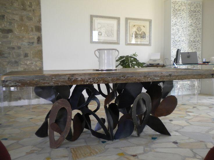 Tavolo in legno e metallo / Wood and metal table / Table en bois et métal #EmblemaOpificio #deco #art #interior #design #casa #interni #decorazione #home #maison #Emblema #Opificio