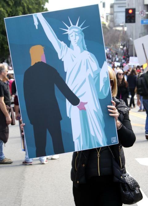Protestkultur: Der Mann, der die Freiheitsstatue begrabscht - SPIEGEL ONLINE - Nachrichten - Politik