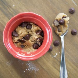 You don't need to bake a whole batch of cookies to get a taste of the good stuff, and you don't have to risk eating raw eggs either. This...