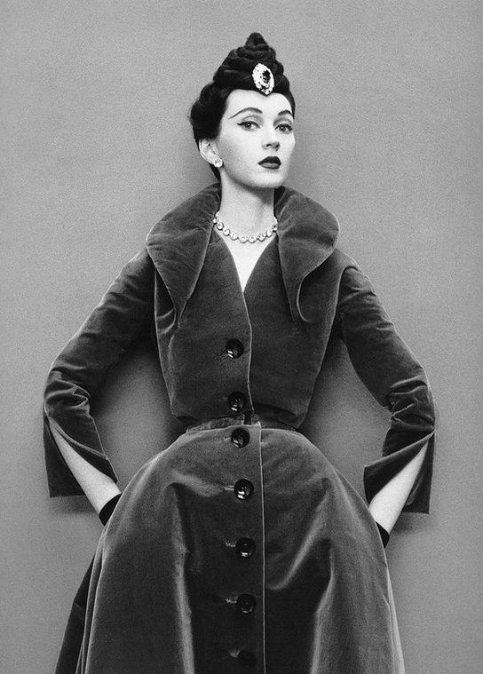 Dovima in velvet coat-dress from Dior's Oblique Line, Autumn_Winter Collection 1950, photo by Richard Avedon