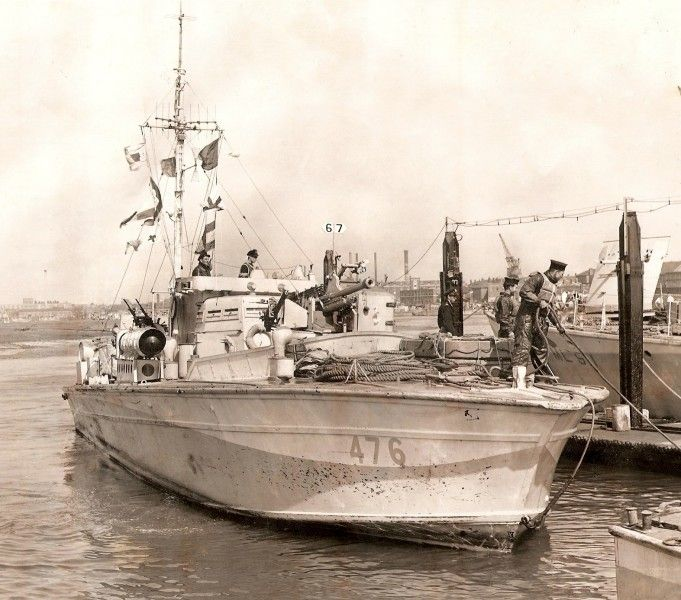 """MGB 476 tying up alongside HMS """"Hornet"""" in 1943. HMS """"Hornet"""" was a Coastal Forces Base at Gosport active from 1941 to 1956"""