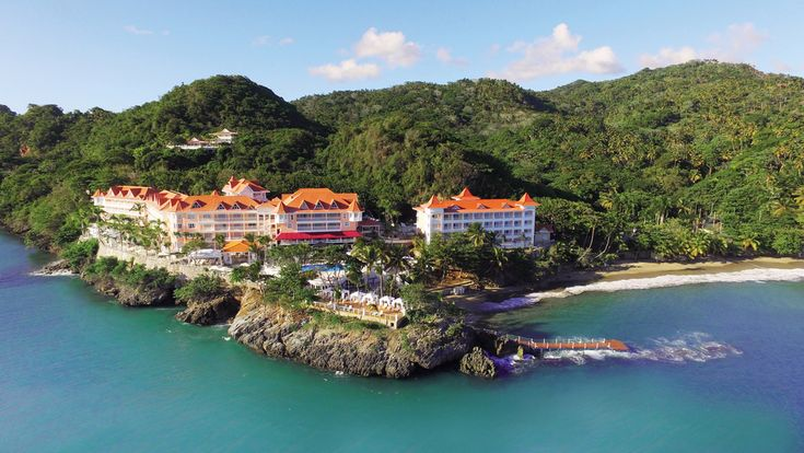 Located right on the beach and nearly all of Luxury Bahia Principe Samana rooms have views of the beautiful Caribbean sea and the impressive Samana bay.