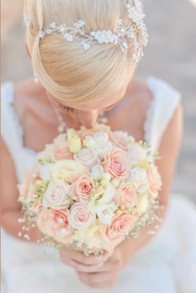 Virágszép - Esküvő Dekoráció - Virág dekoráció - Csokrok - Asztaldíszek - Teremdekoráció - virág - menyasszonyi csokor - székhuzat - autódísz - egyedi meghívók