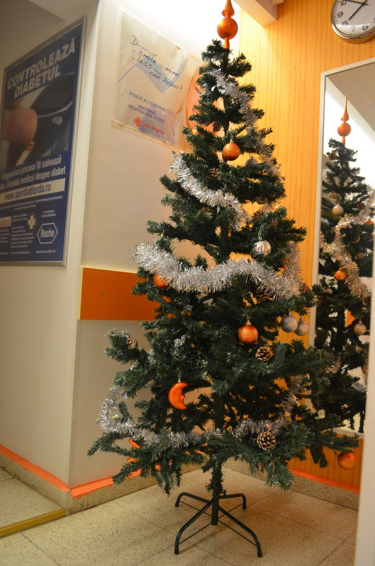 Christmas in the dental office, Christmas tree,dental holidays