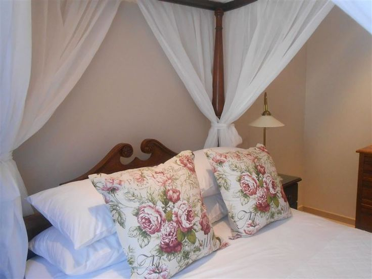 Mibern Apartment - Mibern Apartment is a comfortable self-catering unit, situated in a secure apartment building, in the heart of Hout Bay. The cosy apartment is ideal for a business traveller or couple looking to be near ... #weekendgetaways #houtbay #capemetropole,peninsula #southafrica