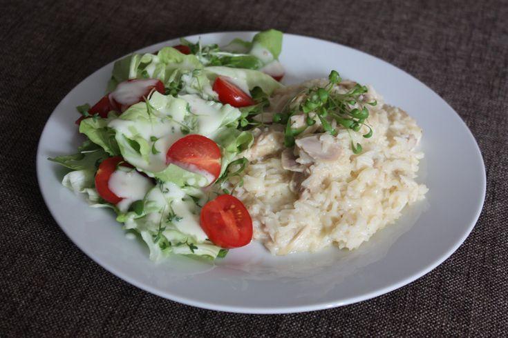 Hühnerfrikasse mit Reis und Salat https://wirbelinmeinerkueche.wordpress.com/2016/01/03/eigentlich-wollte-ich/