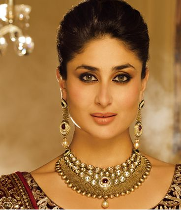 Beautiful Kareena Kapoor's photoshoot for Malabar Jewellers