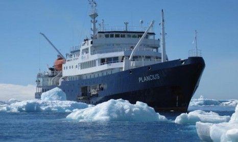 m/v Plancius in pack-ice
