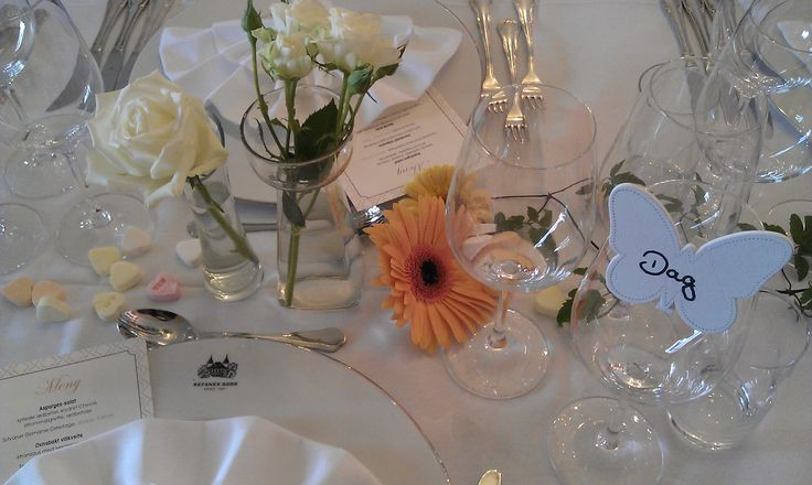 Wedding, table setting, table decorations, wedding reception, Summer, spring, fall, winter, beautiful, historic building, wedding decoration, wedding ideas. Hotell Refsnes Gods