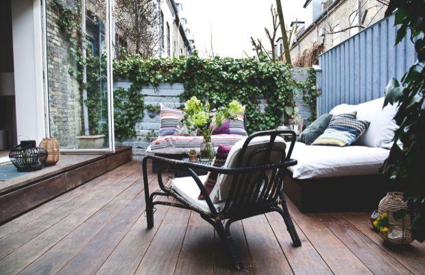 a nice terrace to have friends over (http://boligmagasinet.dk/article/85973-besog-et-dejligt-raekkehus-i-kartoffelraekkerne/gallery/556878)