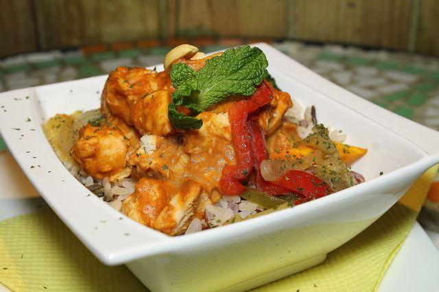 Azideti (Togo) .................................. 6,00 € Pollo, crema de cacahuete, tomate, nata y arroz. Oirás los tambores