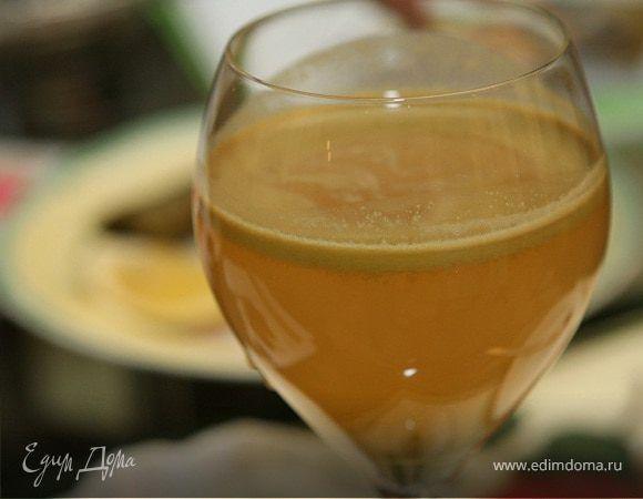 Готовим яблочный сок c имбирем по рецепту от «Едим Дома»