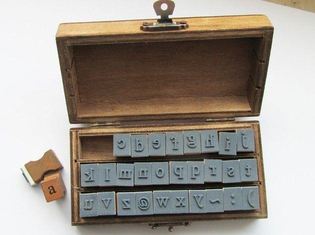 30 Alphabet Stempel ,Buchstaben KLEINBUCHSTABEN ! zum verschönern ,für die Kids,zum verschenken oder für Euch selbst..   **Verwendete Materialien**  Holz,gummi   **Größe/Maße/Gewicht** ...