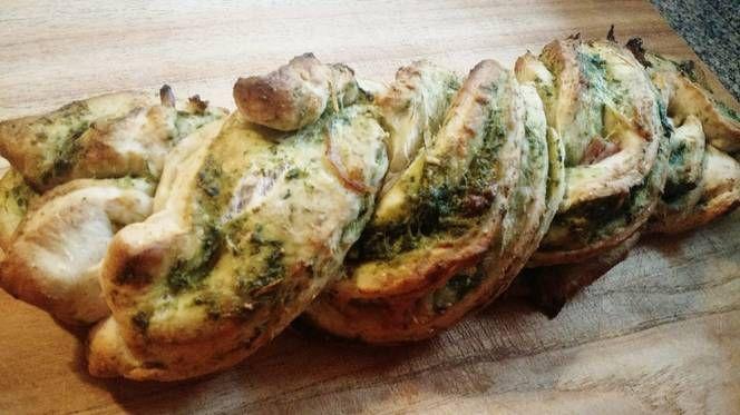 Pan trenzado de pesto y panceta