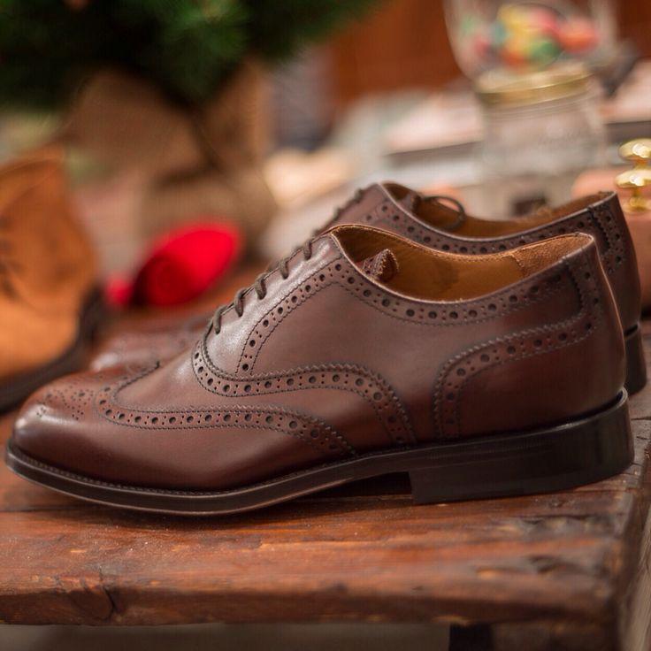 """Cicialardon""--> fullbrogue #oxford in reddish brown leather #velascamilano #menswear #mensshoes #mensstyle #mensfashion #men #fashion #style #madeinitaly #shoes #gentlemen"