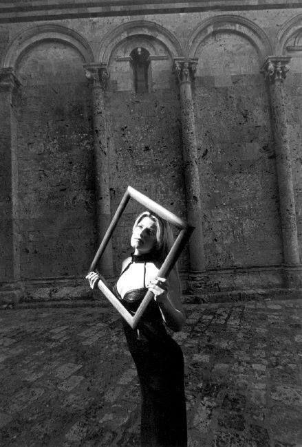 Ferdinando Scianna 1998  Massa Marittima, Italia: foto di moda