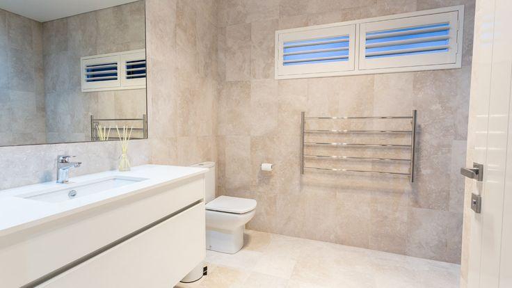 Ensuite, Highlight windows with shutters, modern bathroom design