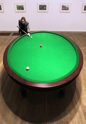 - OROZCO Gabriel (né en 1962), Carambole with Pendulum, 1996, table de billard (jeu à 3 boules sans trous), transformée (ovalisée) et boules de billard dont boule rouge suspendue (oscillations liées au hasard mais également évocation du Pendule de Foucault utilisé au XIX° s. pour démontrer la rotation de la terre), 88,9x309,2x228,6 cm, l'une des 3 versions...