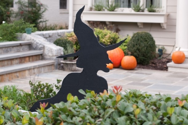 25 best ideas about halloween lawn decorations on for Halloween decorations you can make at home