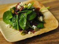 Spinach salad with cranberries and vegetarian bacon recipe