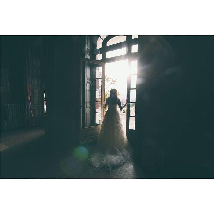 Recordando el sol que nos hace falta... Alma mirando por la ventana del Palacio de la Concepción  Feliz día de San Pedro Gijón  #bodasasturias #fotografoasturias #fotografiaboda #gijon #bodaselnorte #bodasgijon #palacio #postboda #naturaleza #Asturias #sunset #sol #sun #window #wedpic #fotosdeboda #bodaverano #wedding #weddingpic #boda2016 #boda2017 #love #back #bridal #book #picoftheday #photooftheday #weddingphotographer