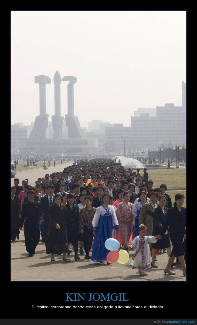 Quieras o no, tienes que ir a adorar al líder o te pelan - El festival norcoreano donde estás obligado a llevarle flores al dictador   Gracias a http://www.cuantarazon.com/   Si quieres leer la noticia completa visita: http://www.estoy-aburrido.com/quieras-o-no-tienes-que-ir-a-adorar-al-lider-o-te-pelan-el-festival-norcoreano-donde-estas-obligado-a-llevarle-flores-al-dictador/