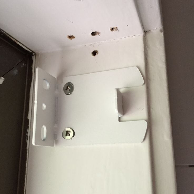 So the shoddy install (by others unnamed but known by all) a bit down the page could have been done like this – screws silver and flush, bracket spun 90º so it doesn't protrude from the window frame. Do it right with blindsonline.net.nz