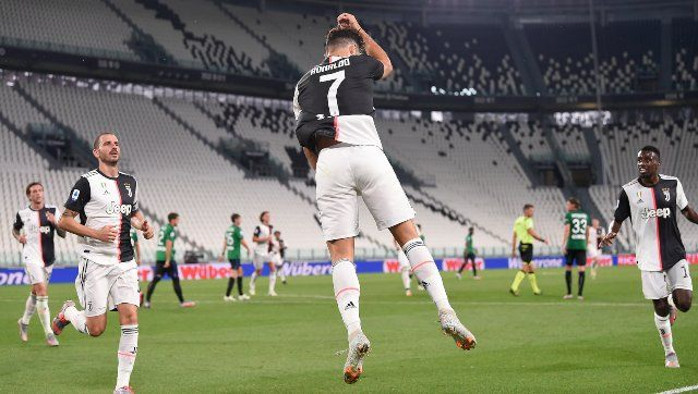 Serie A Ronaldo S Penalties Help Juventus Salvage Draw Against Atalanta Sassuolo Beat Lazio With Stoppage Time Goal Juventus Ronaldo Atalanta
