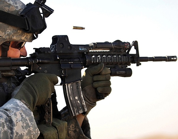 U.s. Army Soldier Zeros His Weapon