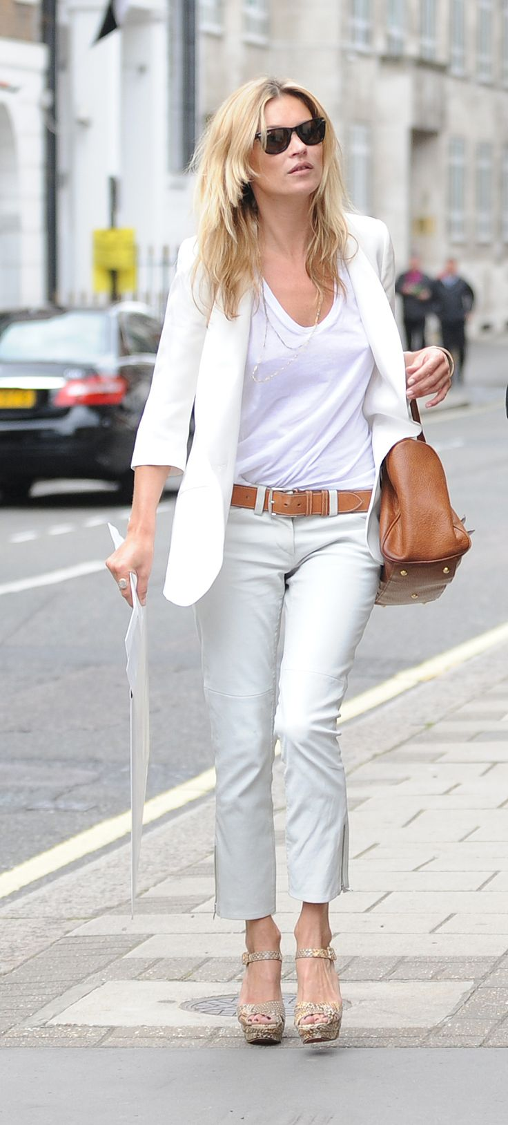 White t shirt fashion tips - 101 Ways To Wear A White Tee